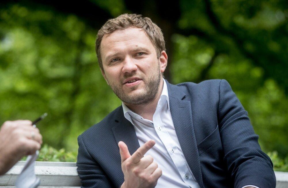 Üha sagedamini vihjatakse, et suvel Isamaa ja Res Publica Liidust lahkunud Margus Tsahkna püüab luua uut erakonda 2019. aasta riigikogu valimisi silmas pidades. Tsahkna jättis otsad lahti.