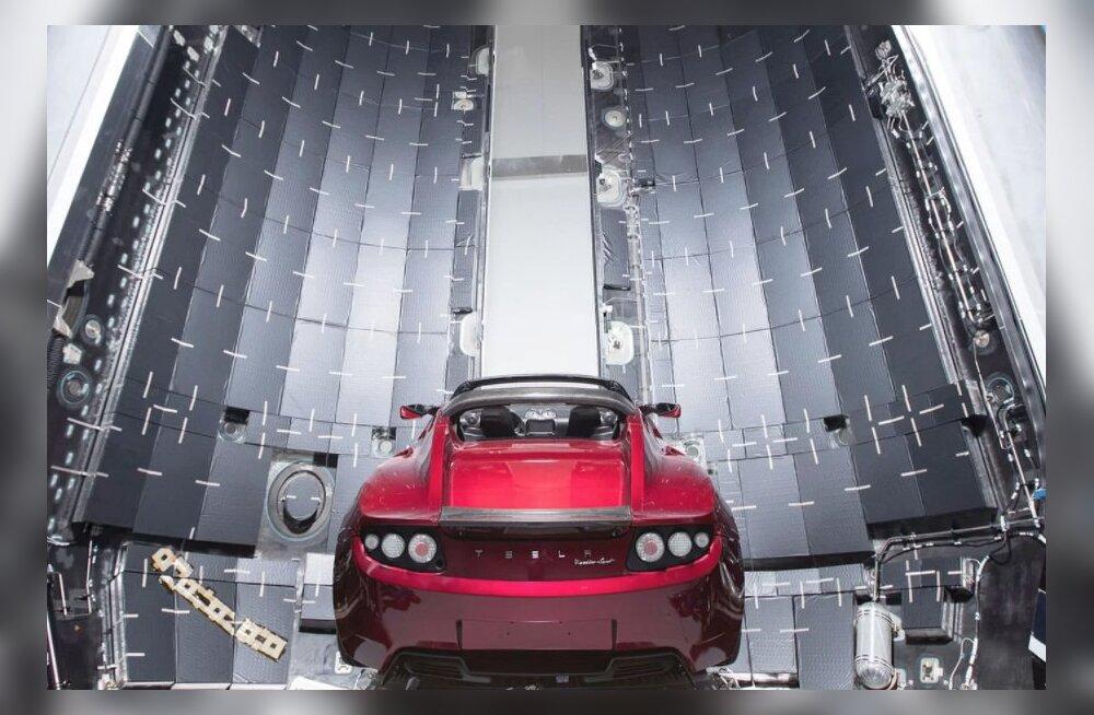 Asi on naljast kaugel: Elon Musk saadabki tõesti oma punase Tesla Marsile