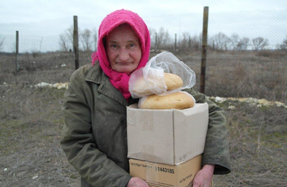 Bolotene küla asub ebakindlal alal Ukraina ja nn separatistide vahelisel joonel. Inimesed olid tänulikud värske leiva eest.