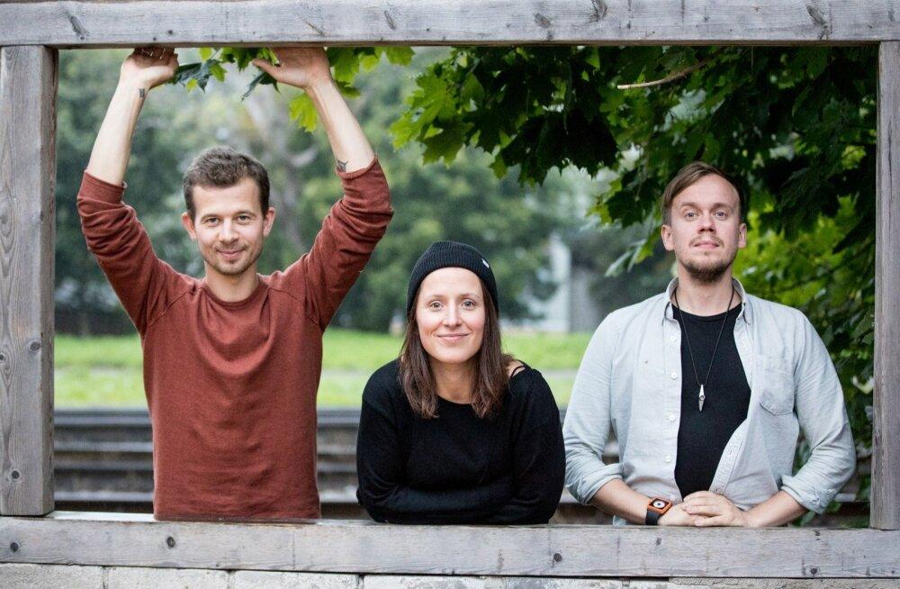 Jalmar Vabarna, Sandra Vabarna ja Tõnu Tubli ei esita Trad.Attackiga! ühtegi väljamaakeelset lugu, ent võluvad ometi publikut.