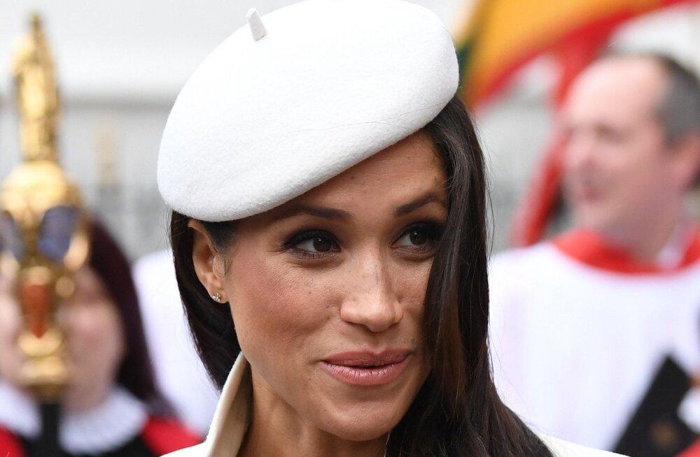 FOTOD   Tulevane sinivereline Meghan Markle tegi oma imekauni kostüümiga printsess Dianale üllatava austusavalduse