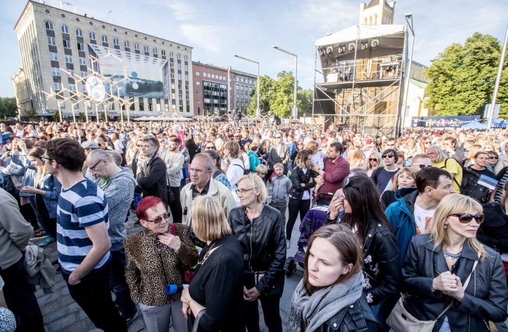 Tõmbenumbriks EL-i staarid või hoopis Winny Puhh? Eesistumise avapidu meelitas Vabaduse väljakule 15 000 inimest