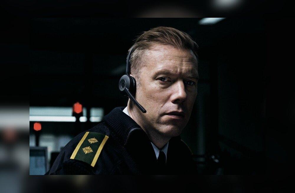 Filmis on hästi tunda peategelase frustratsiooni ja seotust. Kuidas päästa üks röövitud naine, kui su ainus töövahend on telefon?