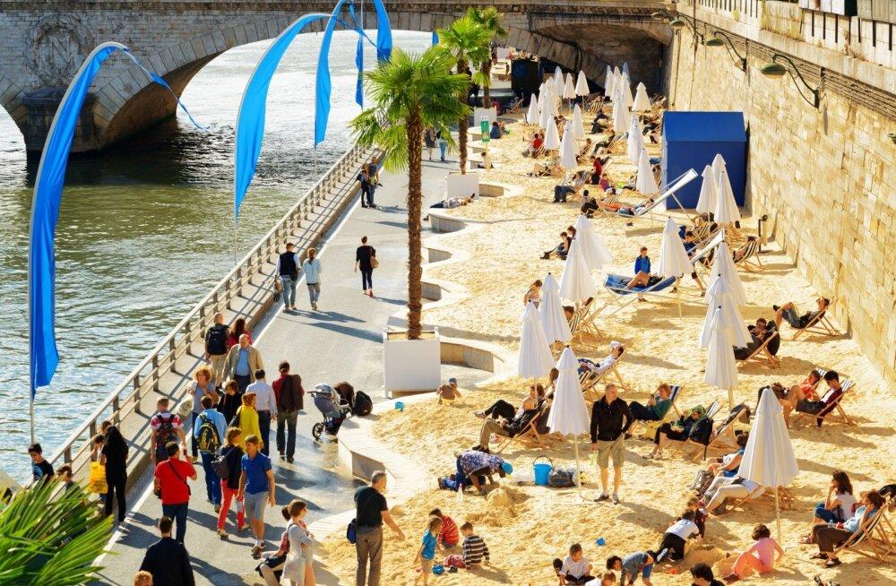Pariisis muutub jõeäärne tänav suviti liivarannaks.