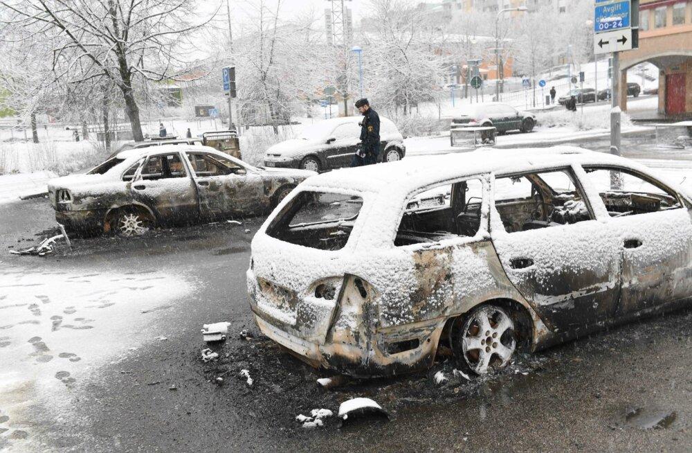 Rinkeby asumis toimusid viimati jõukude kokkupõrked politseiga veebruari lõpus. Süüdati mõned autod ja löödi sisse poodide aknaid.