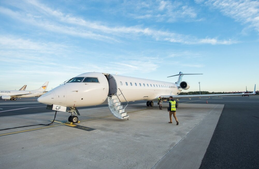 Uus Estonian Airi lennuk Bombardier CRJ 700 Tallinna lennujaamas