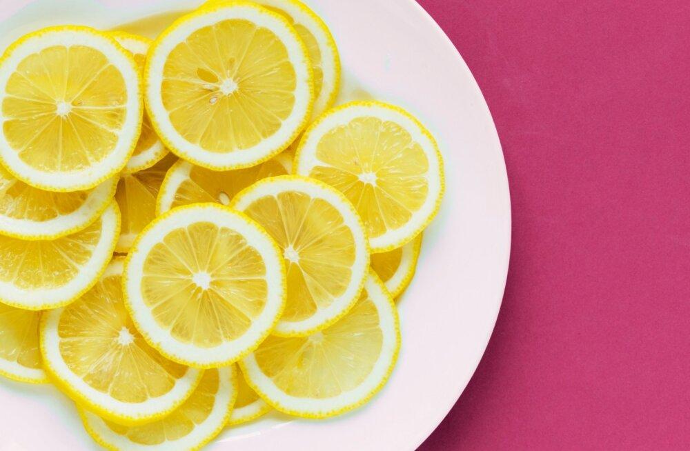 10 põhjust, miks peaksid sooja sidrunivee joomisega oma hommikuid alustama