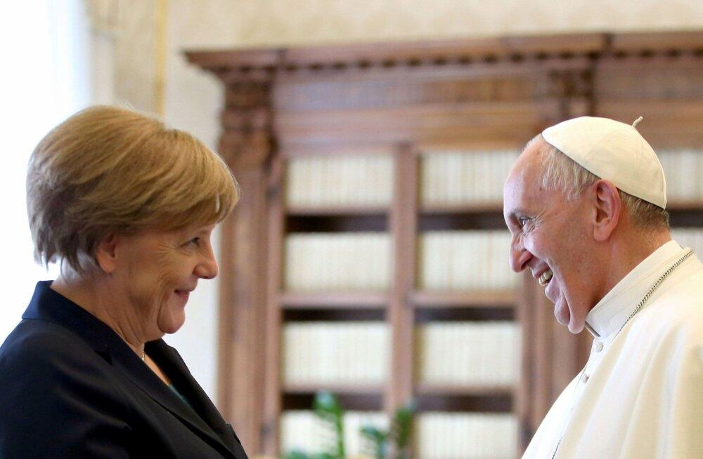 Möödunud aasta suvel olid Vatikanis kohtunud Saksa liidukantsleri Angela Merkeli ja paavst Franciscuse näod helgust täis, kuid Saksamaal puhkenud uue pedofiiliaskandaali valguses on rõõmustamiseks nüüd vähem põhjust.