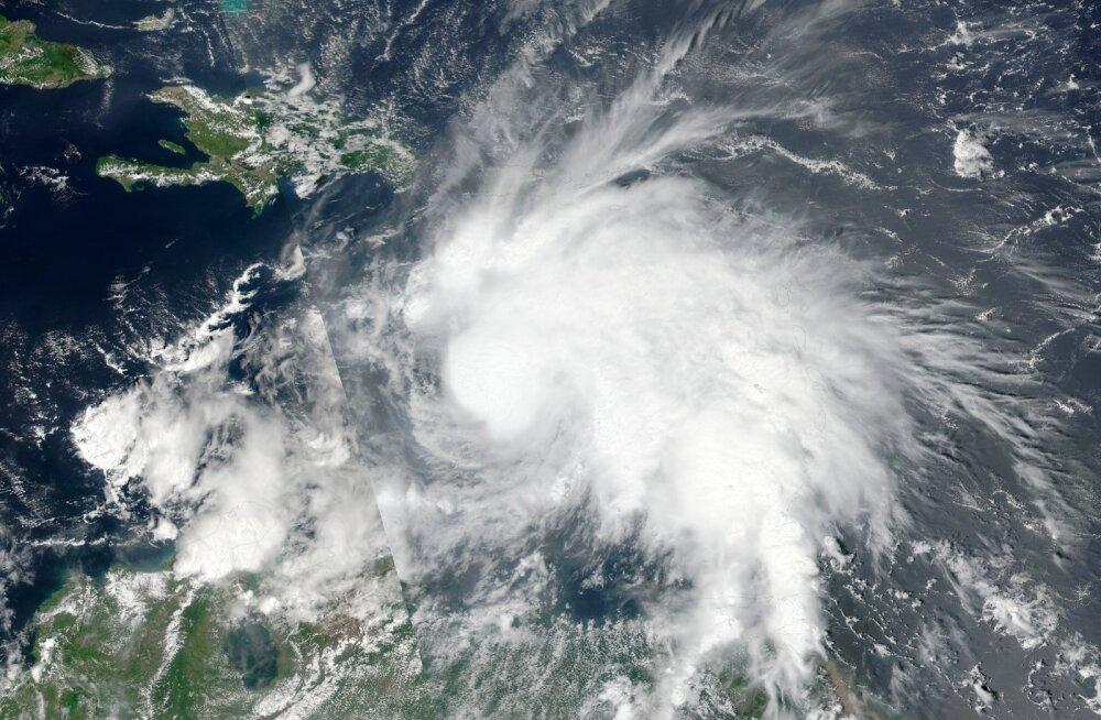 """""""Ирма"""", """"Хосе"""" и """"Катя"""" — не слишком ли много ураганов одновременно?"""