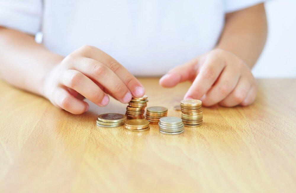 Taskurahaga majandamine annab lapsele esmase kogemuse rahamaailmast.