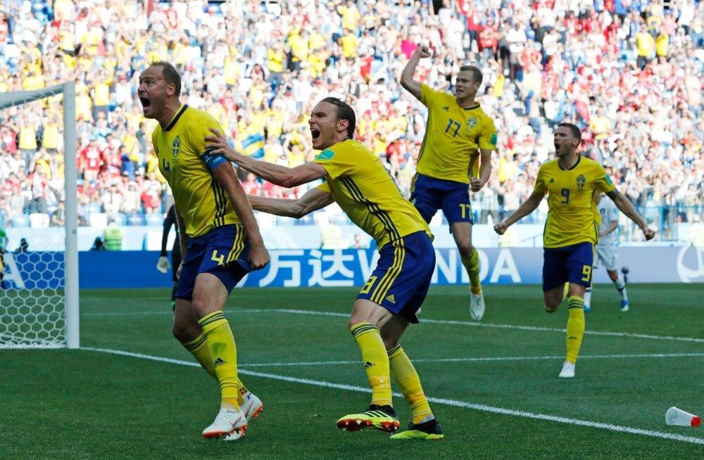 Andreas Granqvist (vasakul) saatis palli penaltipunktilt võrku.