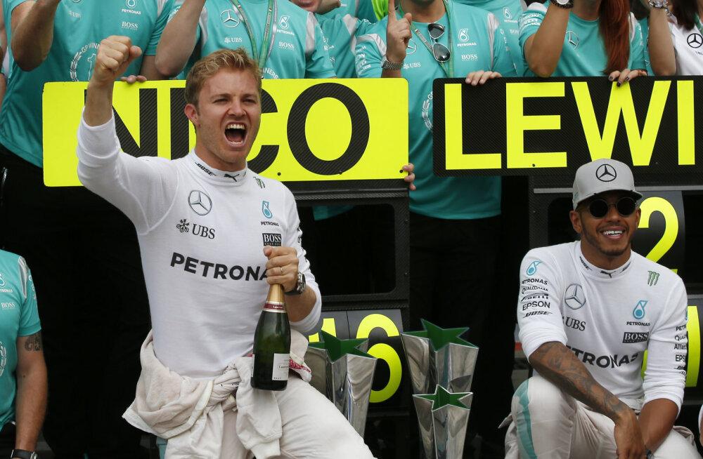 Nico Rosberg (vasakul)