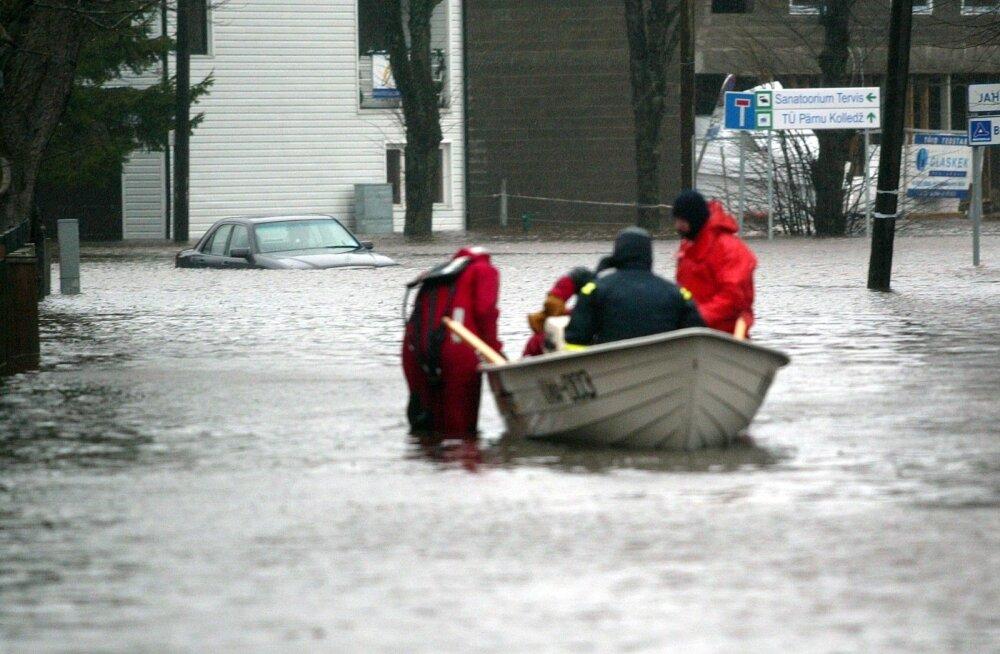 2005. aasta jaanuaritormis sai kannatada 775 maja ja Pärnus evakueeriti umbes 300 inimest.