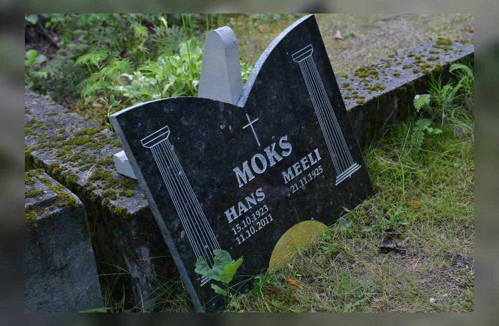 FOTOD: Rahumäel sängitati mulda väliseestlasest odaviskaja Hans Moks