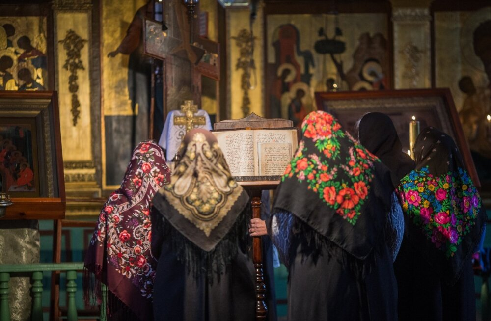 Preester tuleb Varnjasse harva. Naised peavad jumalateenistuse ise.