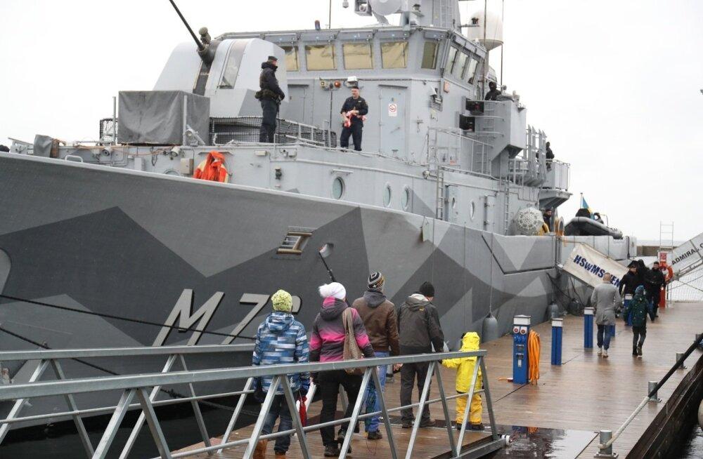ФОТО: Желающие посетили шведский минный тральщик HMS Ven и эстонский Admiral Cowan