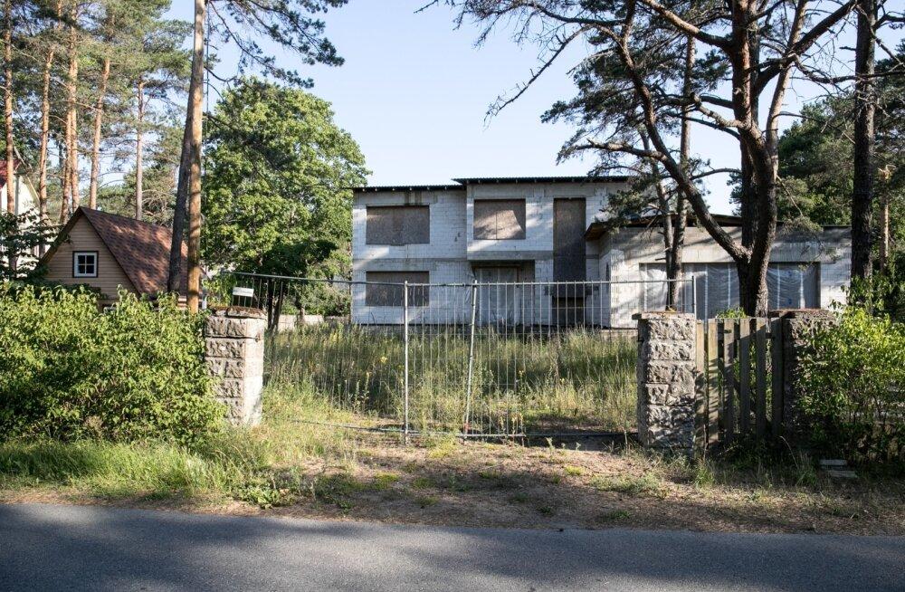 Vello Kunmani Nõmmele ehitatud majakarbist jääb osa alles, kui vana miljööväärtuslik hoone taastatakse.