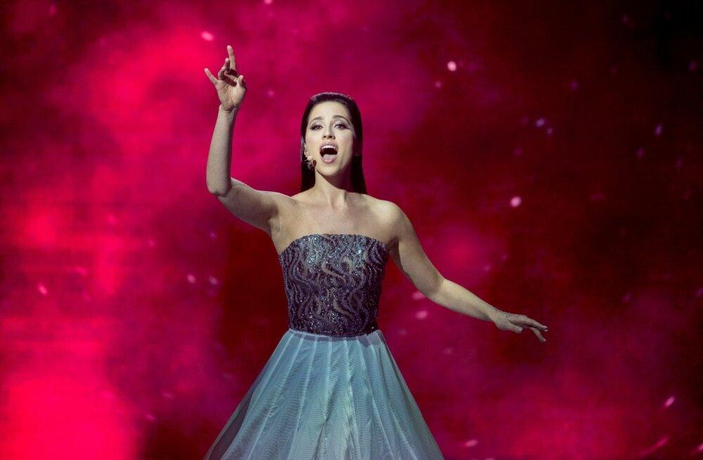 Kriitikud kinnitavad, et sundimatult säraval Elina Nechayeval jagub sarmi ja karismat teistest rohkem.