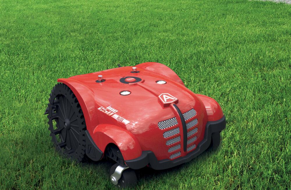 Distantsjuhtimisega robotniiduk teab vajadusel oma kohta aianurgas
