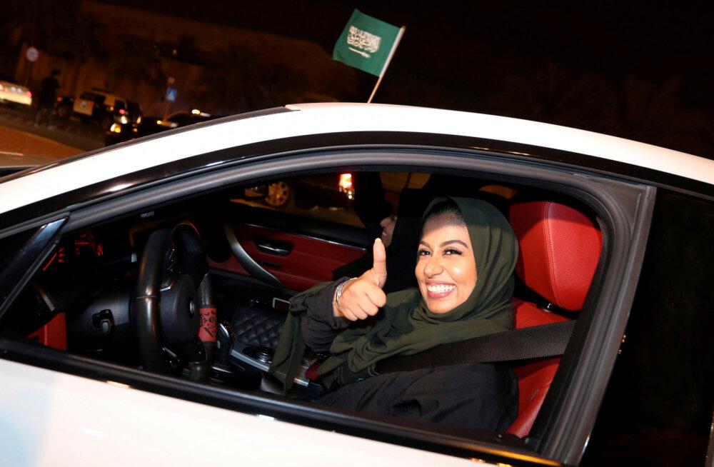 Женщинам в Саудовской Аравии разрешили водить автомобиль