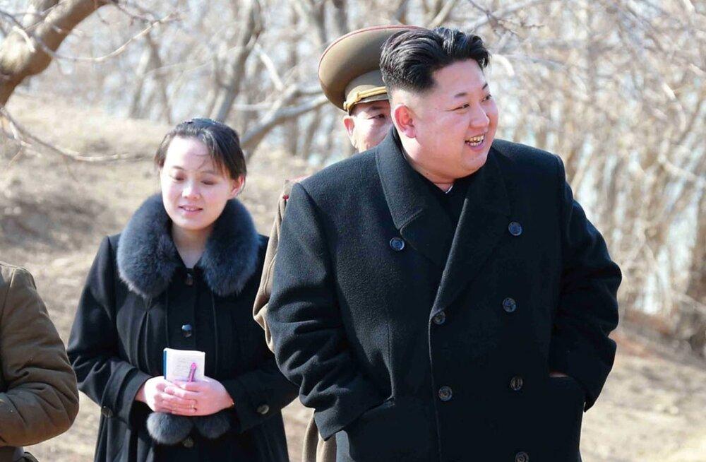 Põhja-Korea juht Kim Jong-un külastas õe Kim Yo-jongi seltsis 2015. aastal sõjaväeasutust.