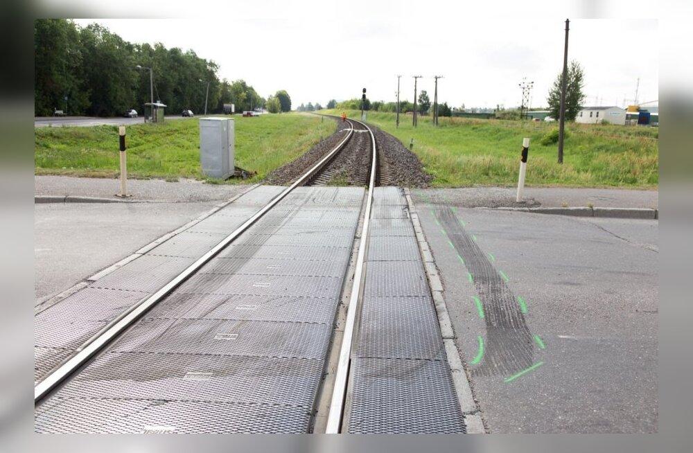 ФОТО DELFI: В Тарту погибла попавшая под поезд молодая женщина. Тело обнаружил машинист следующего поезда