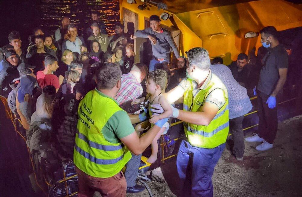 Üleeile õhtul toodi Rumeenias kaldale üle 150 Lääne-Euroopasse ihkava ränduri, kelle seas oli ka päris pisikesi migrante.