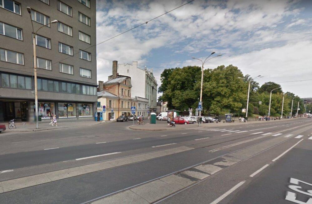 Liikluses sai viga kolm inimest; tabati kolm ebakainet juhti