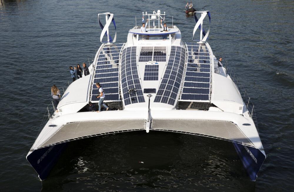 Pariisist läks kuue aasta pikkusele ümbermaailmareisile täielikult taastuvenergial sõitev katamaraan