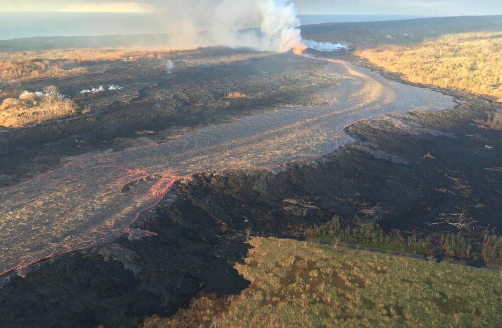 Nädala keskel voolas Kīlauea vulkaanist ikka veel välja suur hävitav laavajõgi.