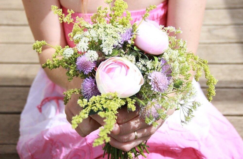 Получать в подарок цветы во сне к чему 78