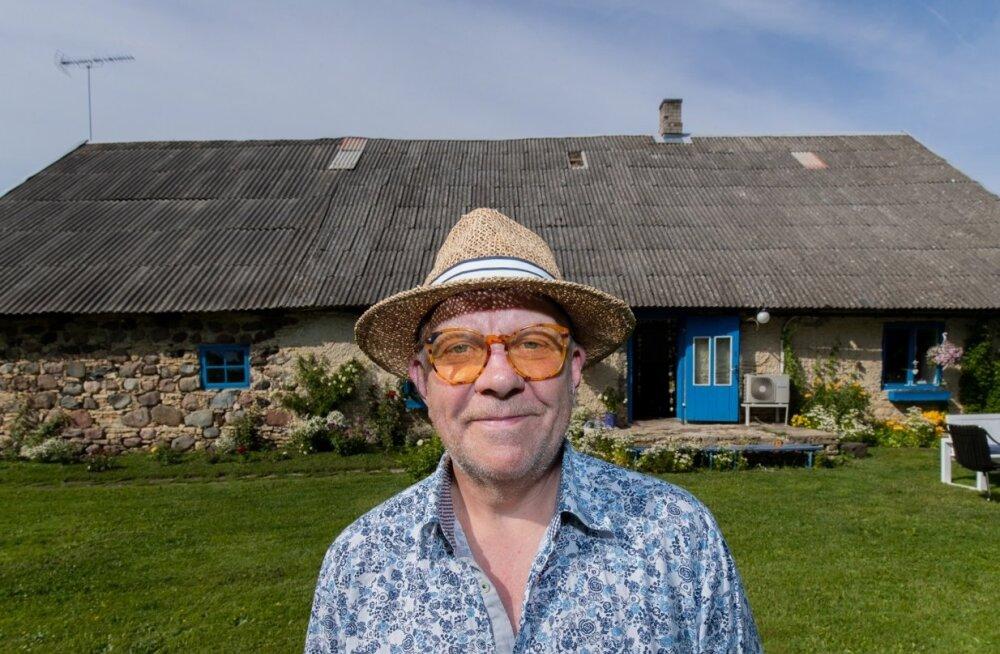 Näitleja Andrus Vaarik teatas teisipäeval, et liitub Sotsiaaldemokraatliku Erakonnaga. Pärast seda põgenes ta Virtsu lähistele oma suvekoju.