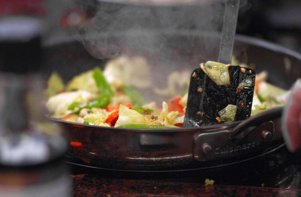 Не делайте так! 8 верных способов испортить сковороду с антипригарным покрытием