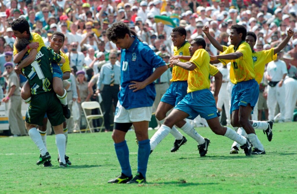Roberto Baggio (sinises) eksis 1994. aasta MM-i finaali penaltiseerias ja tiitli üle said rõõmustada brasiillased.