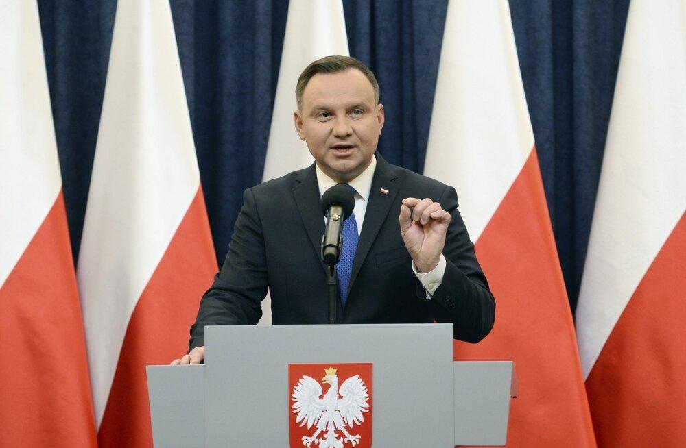 Poola president Duda allkirjastab holokaustiseaduse, kuid küsib põhiseaduskohtu arvamust