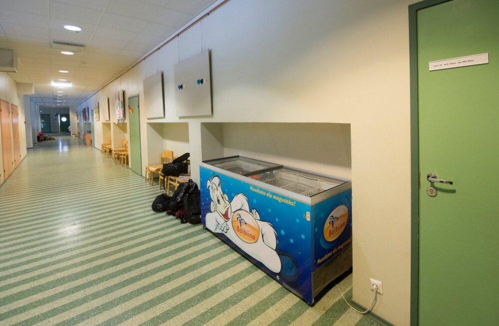 Balbiino jäätisekülmik Merivälja kooli koridoris