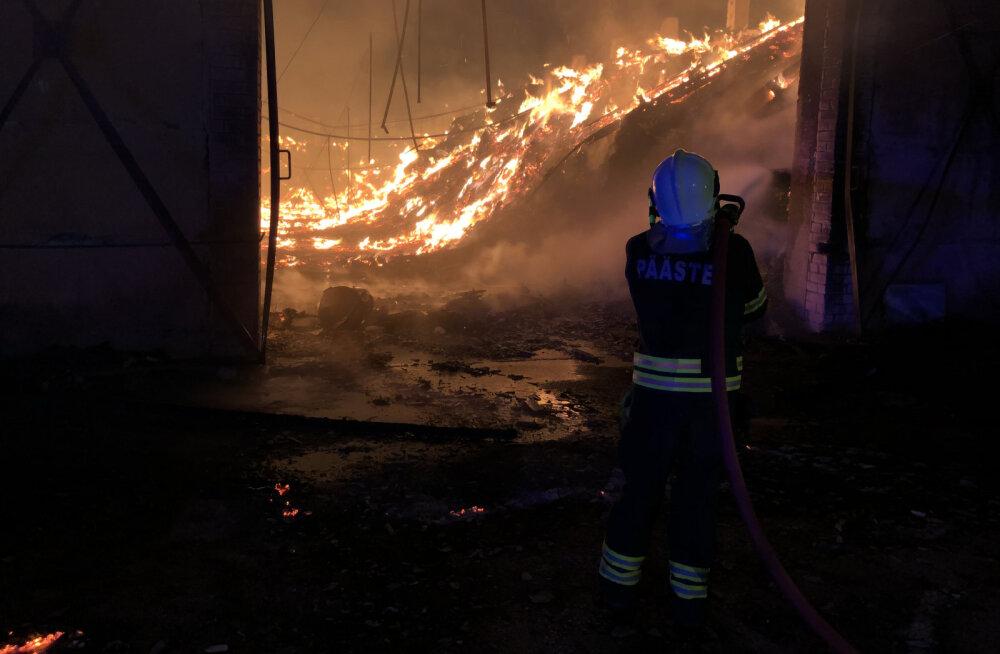 FOTOD | Tulekahju Järvamaal: süttis vana küün