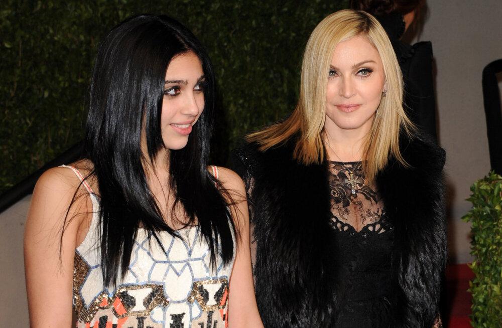 FOTO | Sama skandaalne nagu tema ema! Madonna tütar Lourdes ilmus moelavale paljaste tisside ja karvaste jalgadega