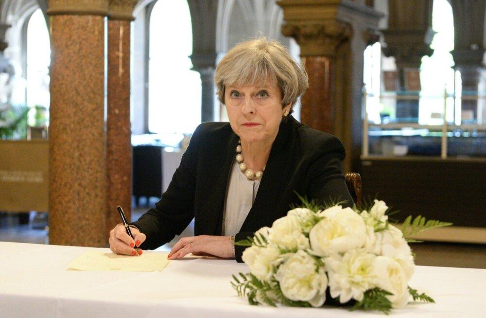 Suurbritannia peaminister Theresa May tegi eile sissekande terroriohvrite mälestusraamatusse.