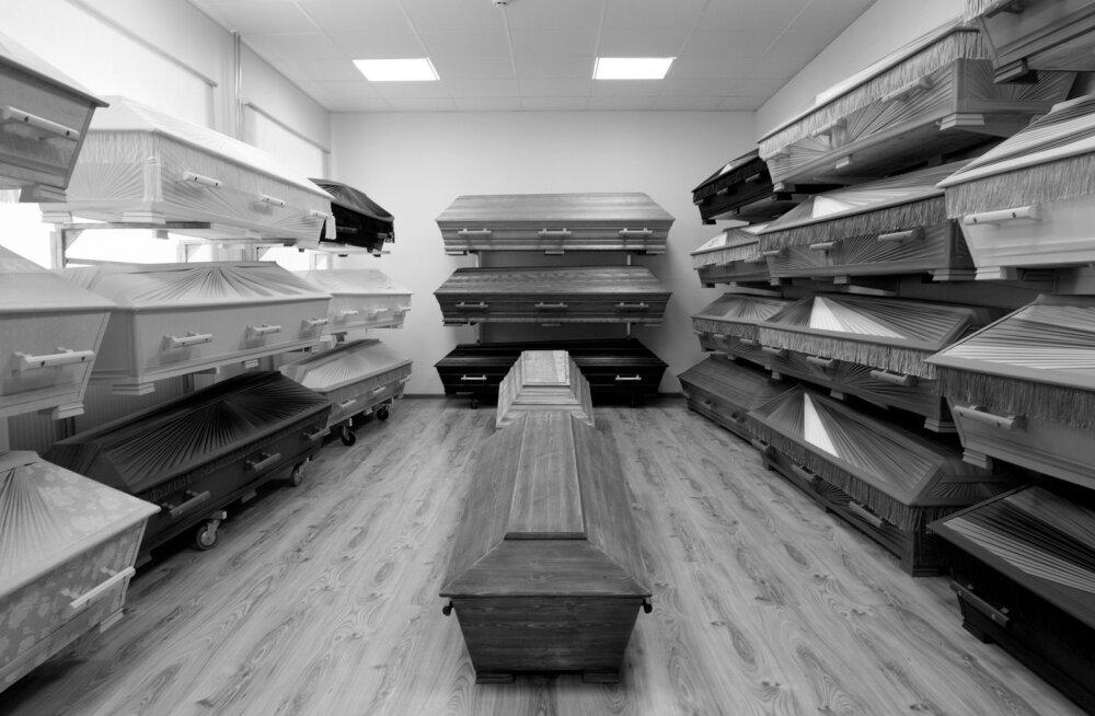 Valik, mida lahkunule viimseks voodiks valida, on mitmekülgne – alates kunstsiidi ja linase või puuvillaga üle löödud kirstudest ning lõpetades tammepuidust sarkofaagiga.