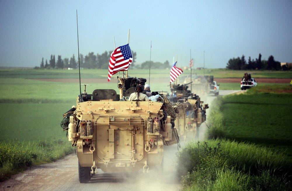 USA soomukikolonn koos YPG sõidukitega Süüria piiril