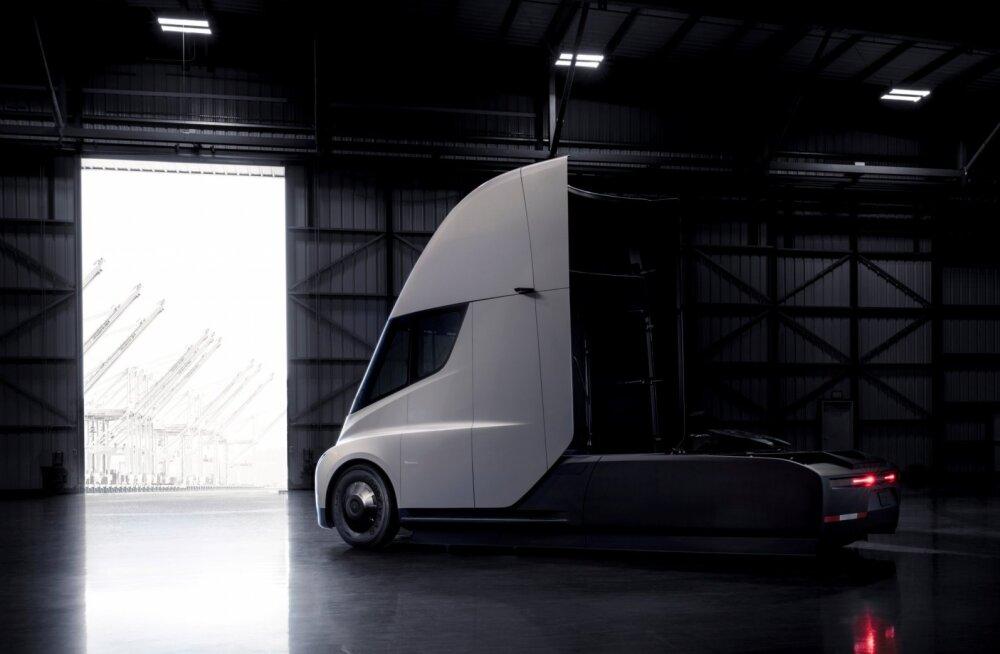 Kas tõesti? Tesla Semi laadimine võtab 4000 kodult elektri. Lisatud füüsiku kommentaar