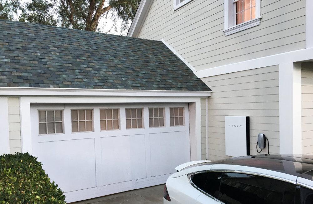 Tesla päikesepaneele saab nüüd oma katusele tellida - kui muidugi korralikult raha on