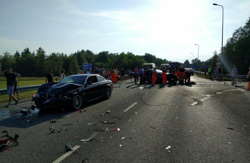 Pühapäevane liiklusõnnetus Tallinna-Narva maanteel Sõmeru lähedal