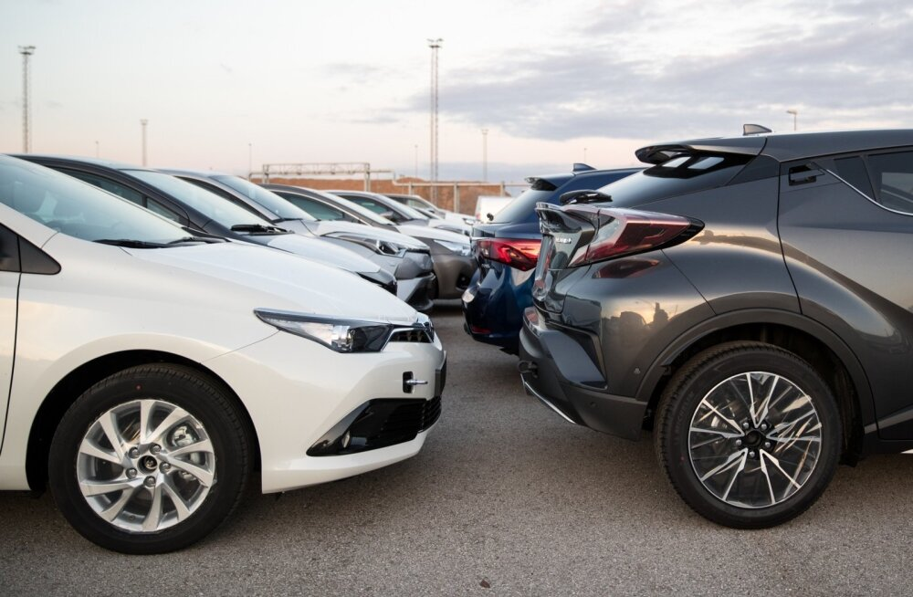 Uued autod ootavad ostjaid