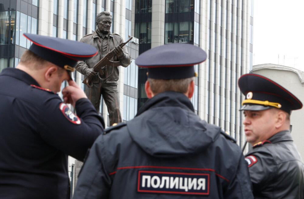 В Москве сообщили о бомбах в торговых центрах и школах. Эвакуированы 25 тысяч человек