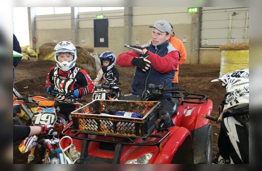 FOTOD: Avo Leok andis Sõmerpalus noortele krossisõitjatele näidistreeningu