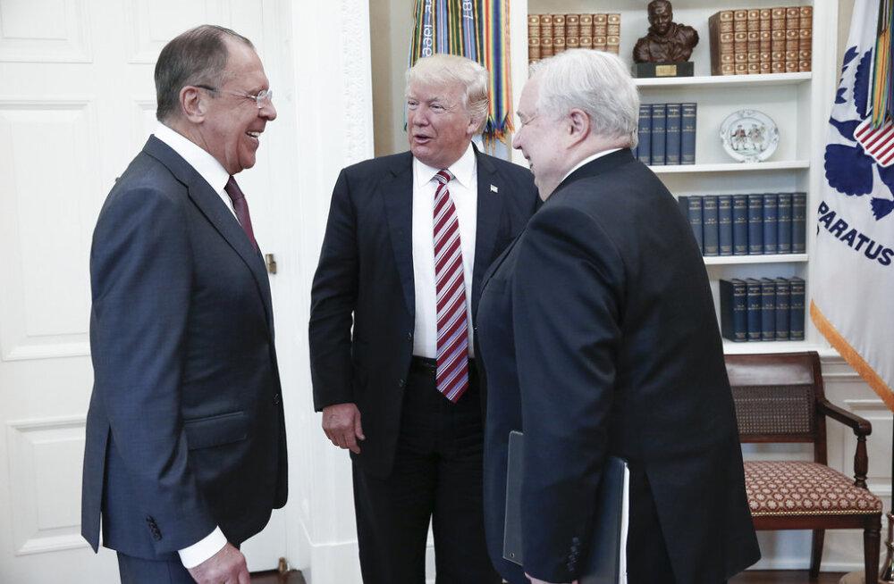 FOTOD: Trumpi ja Lavrovi kohtumisel osales ka Flynni skandaalis osalenud Vene suursaadik, USA meediat tuppa ei lastud
