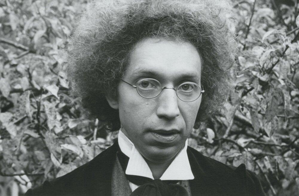 """Urmas Kibuspuu 1981. aastal teleekraanile jõudnud telefilmis """"Pisuhänd""""."""