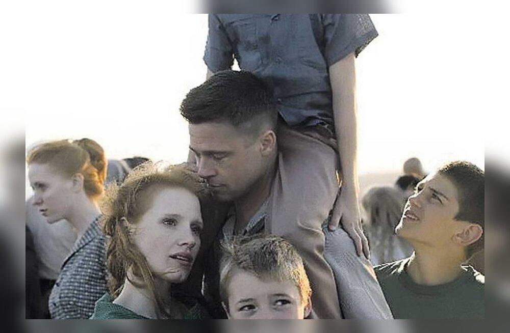 Brad Pitt kasvatas poisse okkalisel elupuul